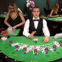Table de blackjack avec croupiers en direct
