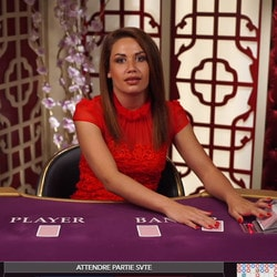 8 tables de baccarat en ligne Evolution Gaming avec croupiers en direct